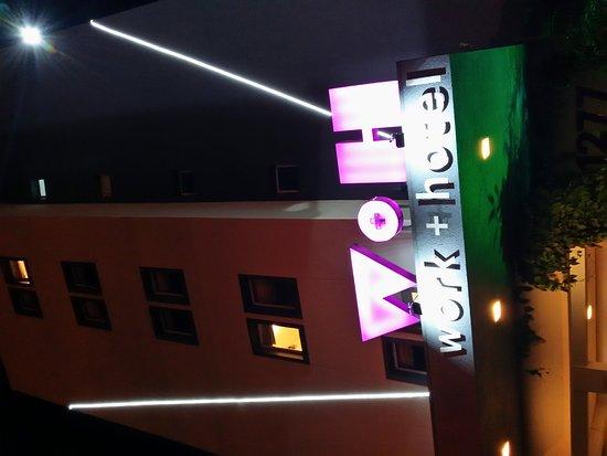 Sao Leopoldo, RS: Fachada a noite
