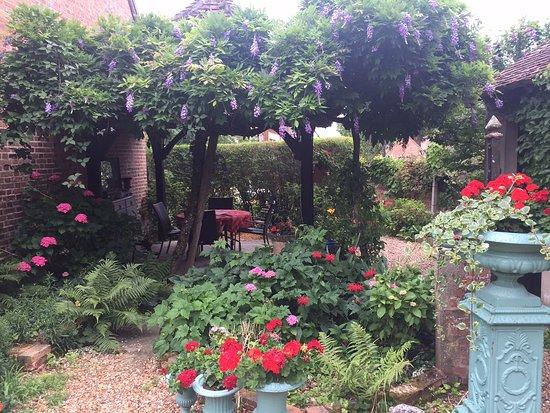 Le Petit Clos : Garden of the B&B