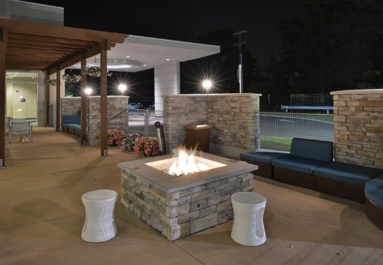 King of Prussia, PA: Outdoor Patio & Fire Pit