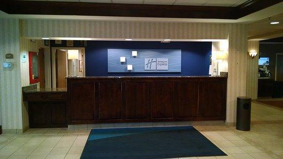 Woonsocket, RI: Front Desk