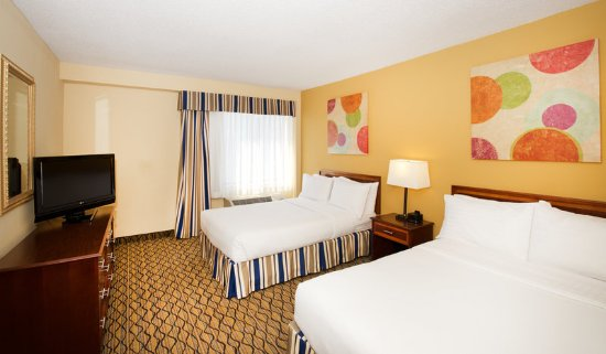 Holiday Inn Chicago Downtown: Chicago Downtown 2 Bed Suite sleeps 7 guests