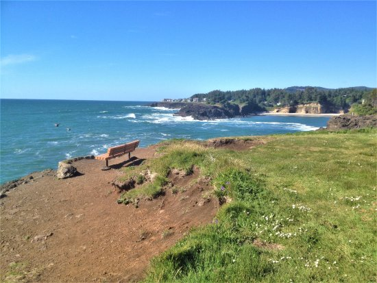 Depoe Bay, OR: Brave souls may sit on the bench at the point of Boiler Bay viewpoint