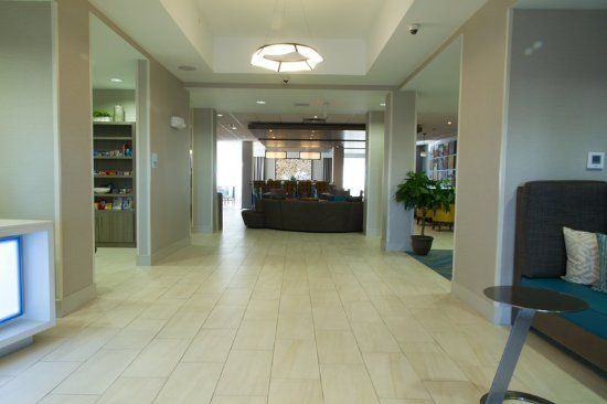Holiday Inn Express & Suites in Litchfield