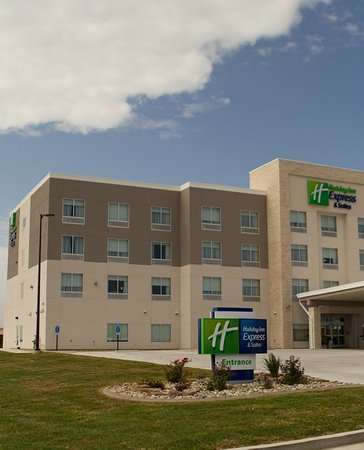 Welcome to the Holiday Inn Express & Suites Litchfield