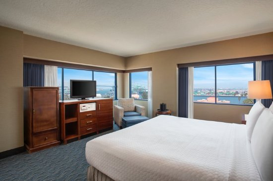 Crowne Plaza Los Angeles Harbor Hotel: Suite