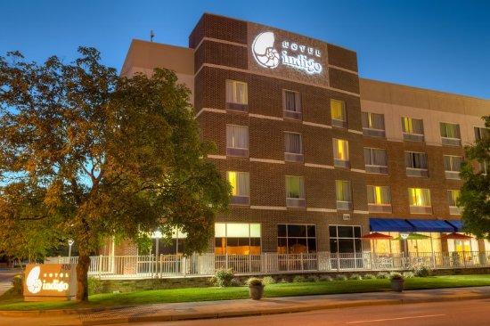 Columbus, IN: Hotel Exterior
