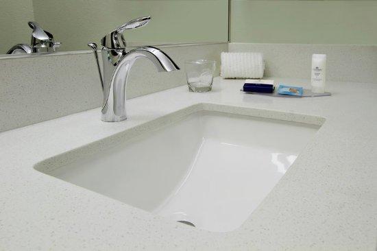 Rogers, AR: Guest Bathroom