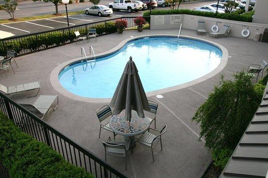 Hampton Inn Dalton: Exterior Pool