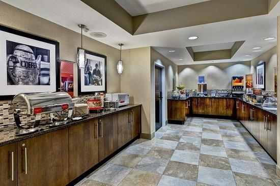 West Des Moines, IA: Breakfast Area