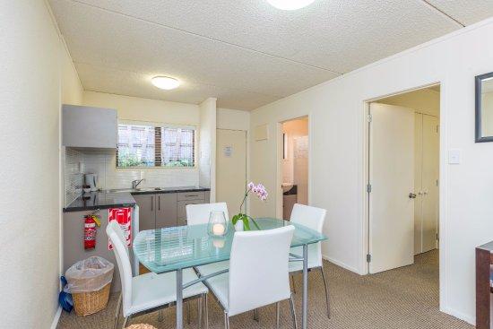 Takapuna, New Zealand: One bedroom suite kitchen
