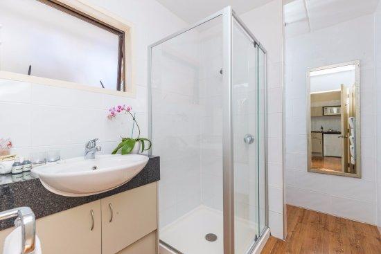 Takapuna, New Zealand: Bathroom Promenade Studio