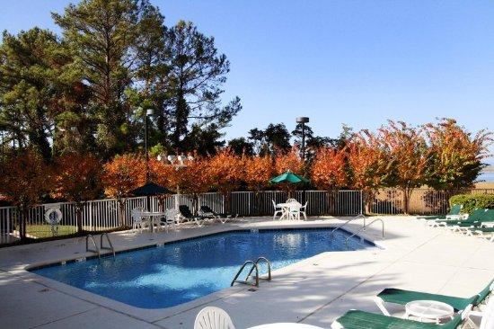 Daphne, AL: Outdoor Pool
