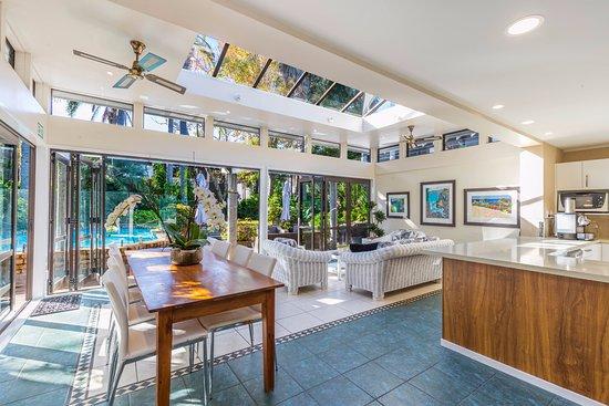 Takapuna, New Zealand: Poolside guest lounge