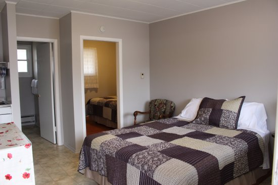 The Victorian Motel and RV Park: 2 Bedroom Junior suite/kitchenette