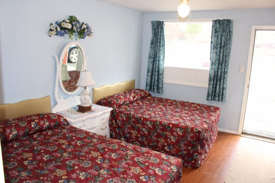 Grand Forks, Canadá: 2 double beds/kitchenette