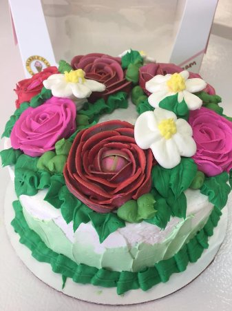 Ice cream cake with flower design Picture of Marble Slab Creamery