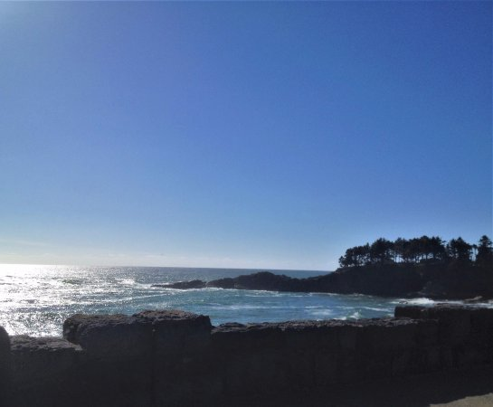 Depoe Bay, OR: North view of ocean front across from Gracie's Sea Hag Restaurant