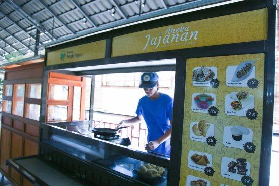West Java, Ινδονησία: Aneka Jajanan di Dapoer Angkringan