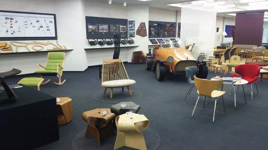 Tendo, Japonia: ショールームには色々なデザインの家具が