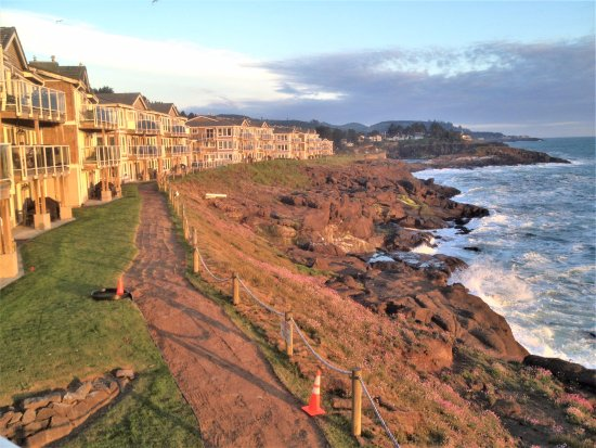 Depoe Bay, OR: View looking down the walkway toward other units