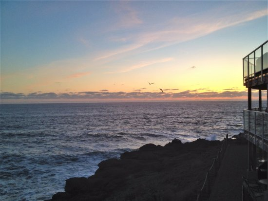 Depoe Bay, OR: Sunset view from the front walkway
