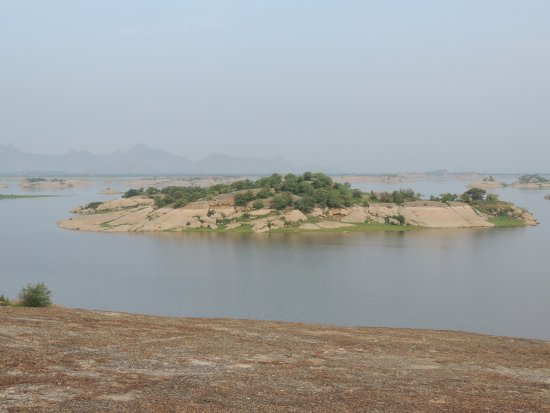 Pali, India: Jawai Dam site