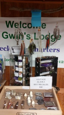 Gwin's Lodge and Restaurant: My wife Wei Wei makes the nice feather Earrings!