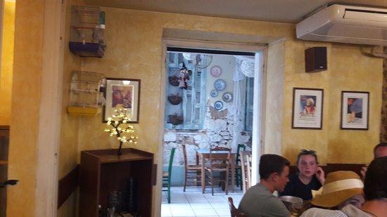 Attica, Griekenland: Quirky outside area