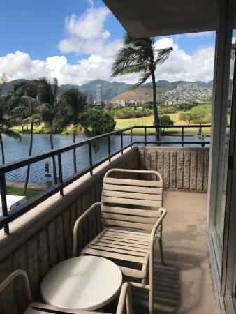Waikiki Sand Villa Hotel: 向かいビル側のラナイ302