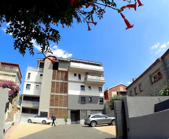 Citta di lume prices condominium reviews corsica for Appart hotel porto vecchio