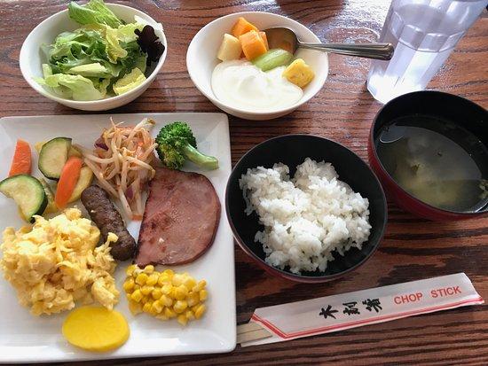 Waikiki Sand Villa Hotel: 朝食ブッフェの一例