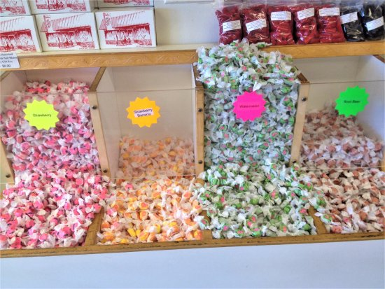 ‪‪Depoe Bay‬, ‪Oregon‬: Ainslee's Salt Water Taffy - Flavors 6‬