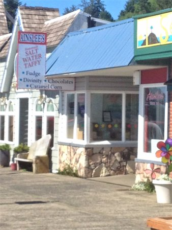 Depoe Bay, Oregón: exterior of Ainslee's candy store - Depot Bay, Oregon