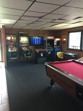 Black Hawk Motel & Suites: Arcade with video games, Pinball machines and prize games.
