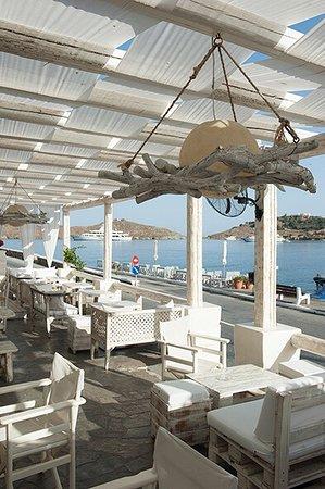 Breeze finger food bar vourkari restaurant bewertungen for Food at bar 38