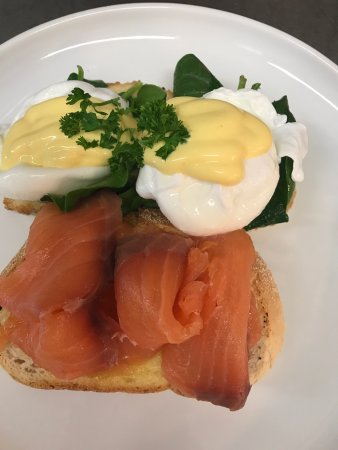 Ulverstone, Australia: Eggs Benedict with Salmon