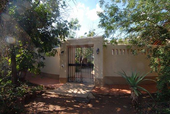 Satara Rest Camp: House Entrance