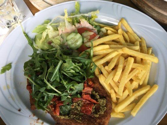 Amadeus Cafe Restaurant Bar: Pestoschnitzel