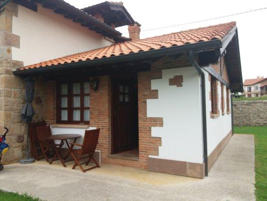 Orena, Spain: Esta es la entrada al apartamento y fechada del resto de la Posada
