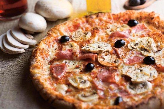 pizza regina foto di la piazza papa aix en provence tripadvisor. Black Bedroom Furniture Sets. Home Design Ideas