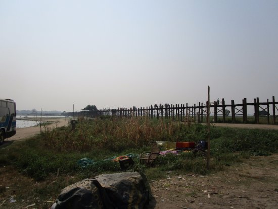 Amarapura, Birmania: Not the most scenic surrounds
