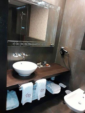 Castillo Gorraiz Hotel Golf & Spa: Baño, desayuno bufet