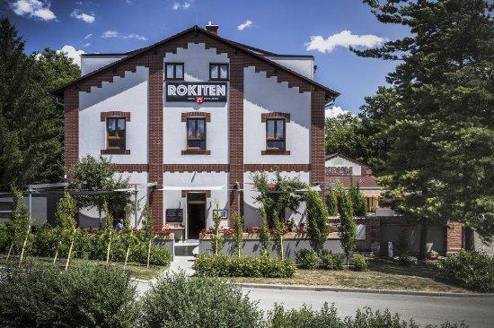 Hotel a restaurace Rokiten: Pohled na budovu hotelu a restaurace