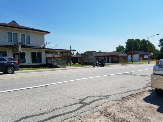 Trout Lake, MI: McGowan's Family Restaurant & Motel