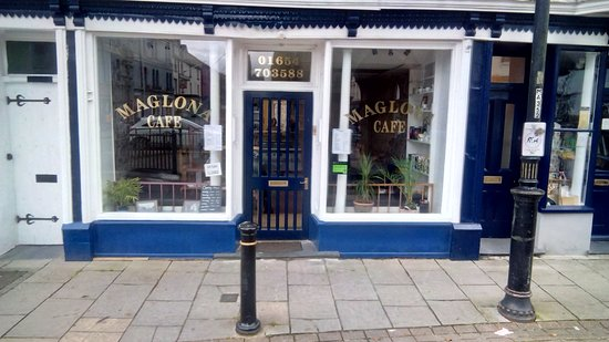 Machynlleth, UK: Maglona cafe is a friendly cafe situated behind the town clock,we have out door seating