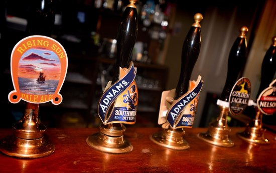 Dunwich, UK: Local beers at The Ship