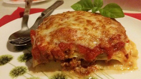 Lasagna especial en el Restaurante El Santo en el casco antiguo de Calpe (Costa Blanca - Spain)