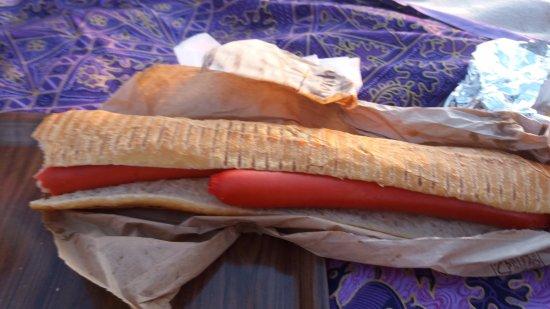 """Saint-Michel-Chef-Chef, Francia: Immangeable et vraiment """" dégueulasse """" Hot dog soit disant !!!!"""