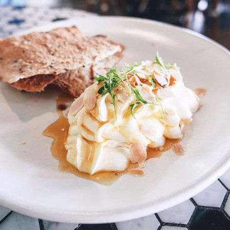 Cronulla, Avustralya: Whipped Goat's Curd with truffle honey & lavosh