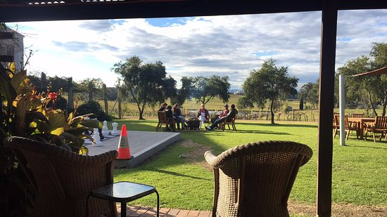 Pokolbin, Australia: The view while taste testing